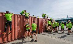 10 kilometer met militaire obstakels bij vijfde Army Urban Run