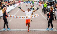 Ayele Abshero wint voor de derde keer de Egmond Halve Marathon
