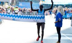 Festus Talam nam vlak voor de finish van de Eindhovense marathon een verkeerde afslag (Video)