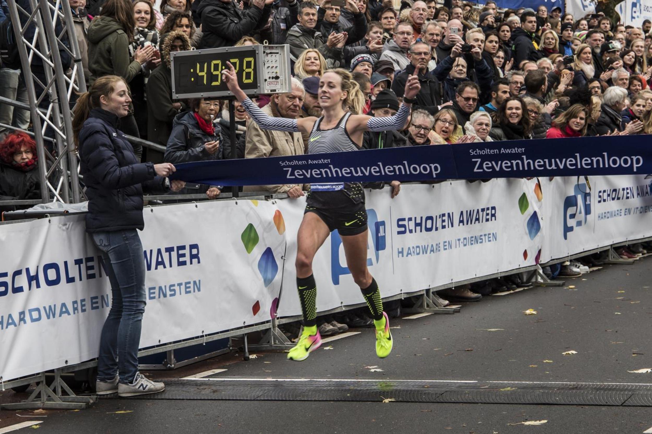 Joshua Cheptegei en Susan Krumins (voorheen Kuijken) hebben de 33eeditie van de Scholten Awater Zevenheuvelenloop gewonnen. Cheptegei wist zijn titel te prolongeren.