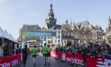 Mike Foppen en Jesper Van der Wielen dagen elkaar uit bij Stevensloop