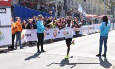 Nageeye onder 'magische' grens in 37ste Marathon Rotterdam
