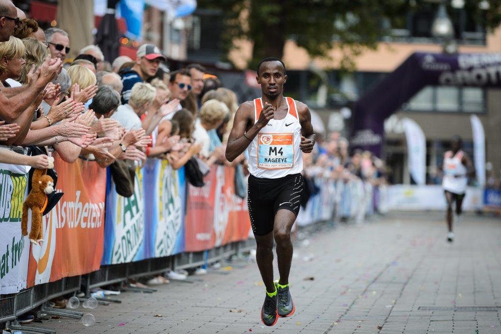 Abdi Nageeye tijdens Tilburg Ten Miles
