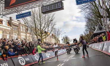 Joshua Cheptegei wint Zevenheuvelenloop in fabuleuze tijd, net geen wereldrecord