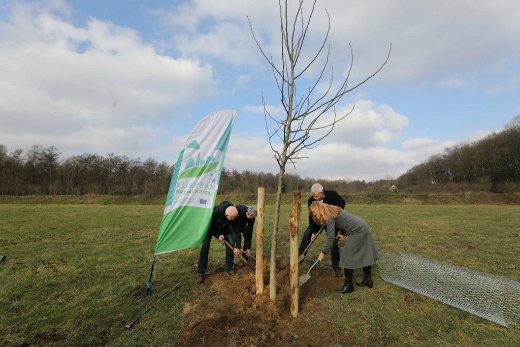 Planten eerste boom Zevenheuvelen-boomgaard