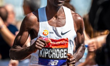 Eliud Kipchoge wint Londen Marathon 2018, Mo Farah derde