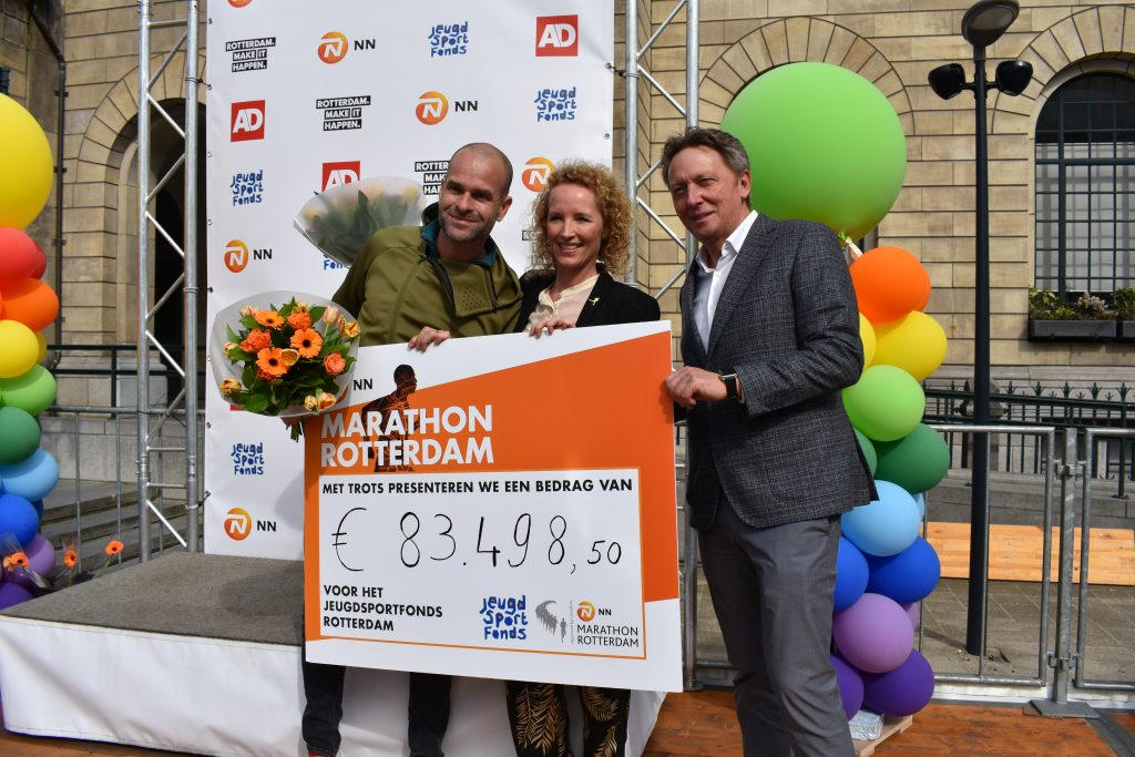 Deelnemers NN Marathon Rotterdam halen 83.498,50 euro op voor Jeugdsportfonds