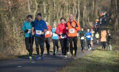 Olympisch kampioen Conseslus Kipruto en Michel Butter in Montferland Run