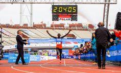 Lawrence Cherono wint Amsterdam Marathon in grandioze tijd én nieuw parcoursrecord