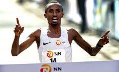Nederlands recordhouder Abdi Nageeye aan de start van 39e Marathon Rotterdam
