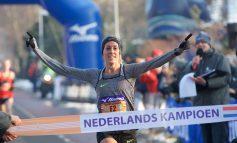 Susan Krumins aan start NK 10 km in Schoorl