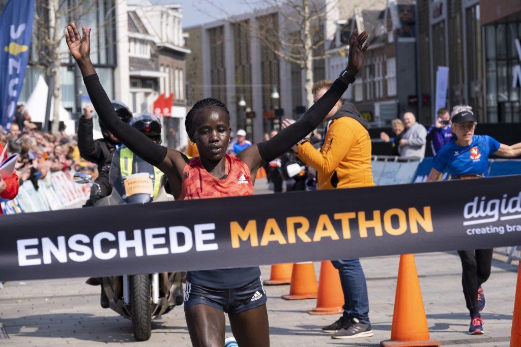 Caroline Chepkwony wint Enschede Marathon in parcoursrecord