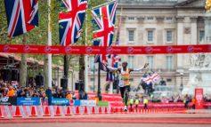 Eliud Kipchoge wint Londen Marathon 2019 in tweede tijd ooit