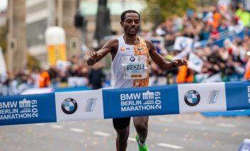 Kenenisa Bekele neemt het op tegen Eliud Kipchoge tijdens de Londen Marathon