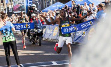 Titelverdedigers aan de start van de 33e editie van de 4 Mijl van Groningen