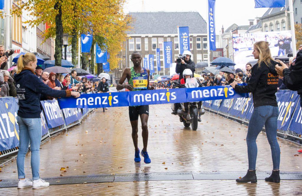 Davis Kiplangat wint 4 Mijl van Groningen 2019