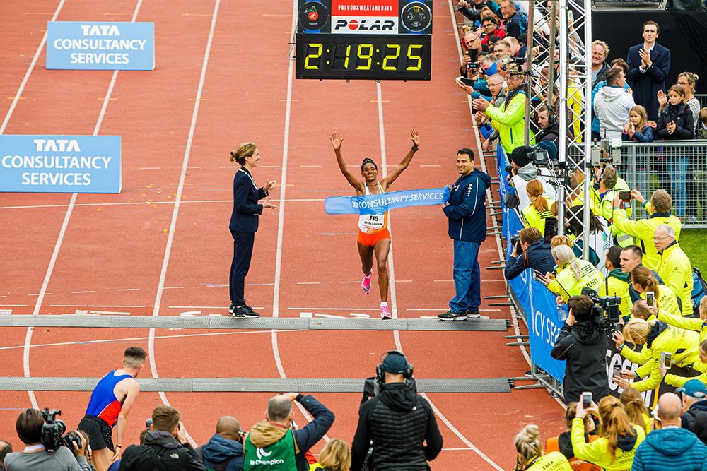 Degitu Azimeraw winnares Amsterdam Marathon 2019