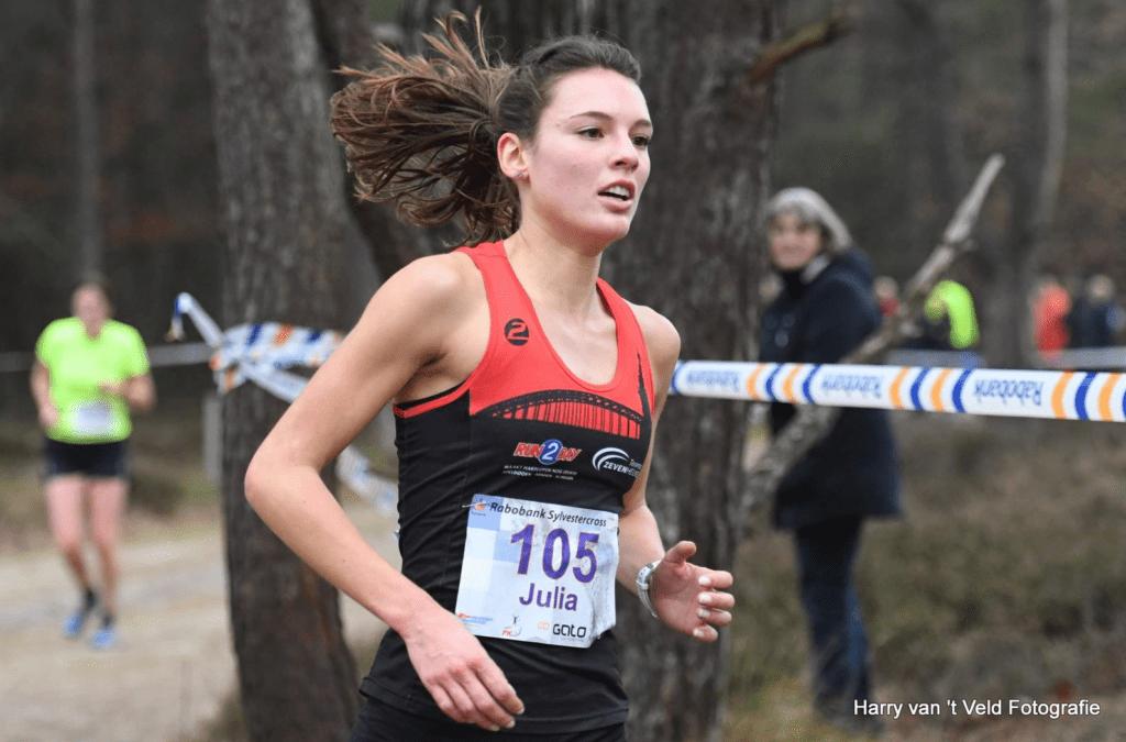 Julia van Veldhoven op weg naar de 1e plaats tijdens de Sylvestercross op 31 december 2018