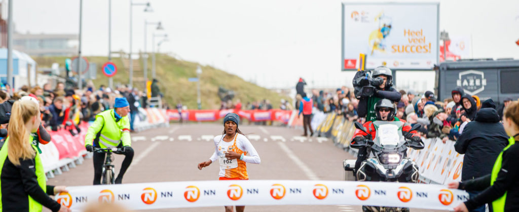 Tsehay Gemechu wint Egmond Halve Marathon2020 bij de dames