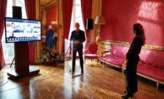 Oud-directeur Le Champion Cees Pronk ontvangt Frans Banninck Cocqpenning