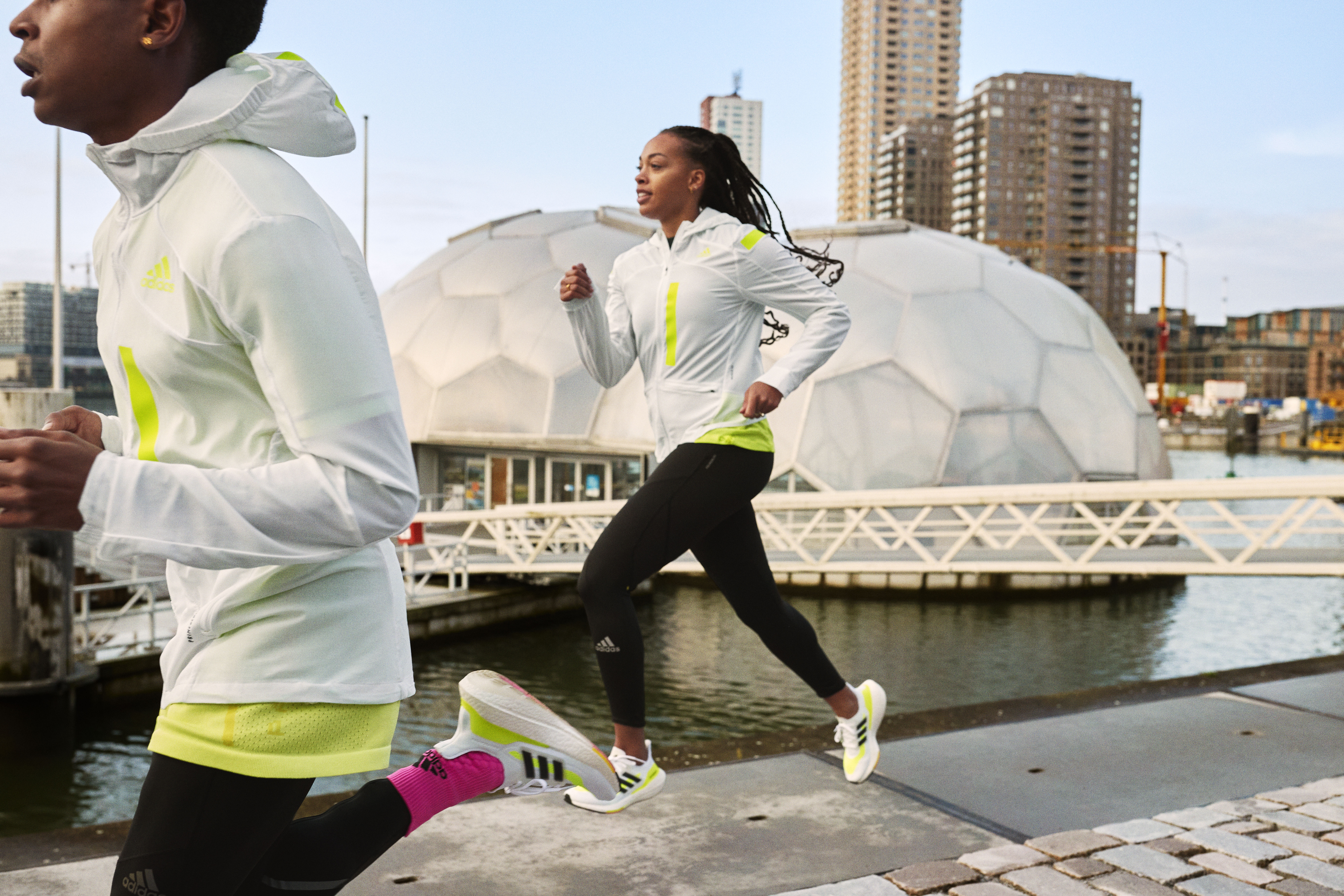 De adidas ULTRABOOST 21 geeft nog meer energie terug bij elke stap dankzij BOOST-technologie
