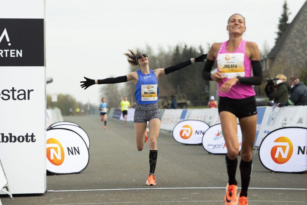 Jil Holterman tijdens Marathon Airport Twente
