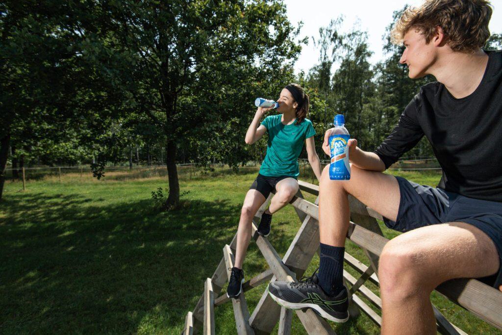AA drink refresht de deelnemers van de Harbour Run