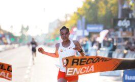 Letesenbet Gidey verbreekt wereldrecord halve marathon in Valencia