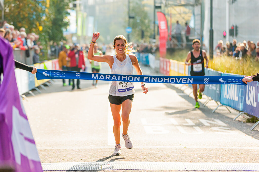 Bregje Smits Wint bij de vrouwen Marathon Eindhoven